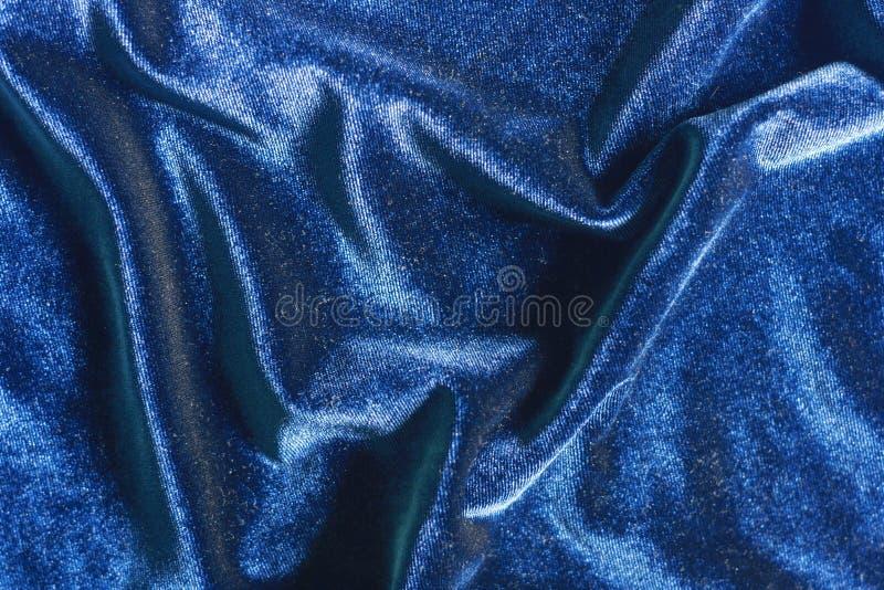 O veludo azul dobra o fundo da textura fotografia de stock