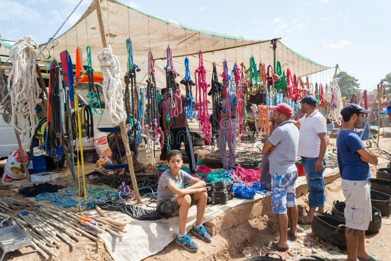 O vendedor das cordas e das outras ferramentas