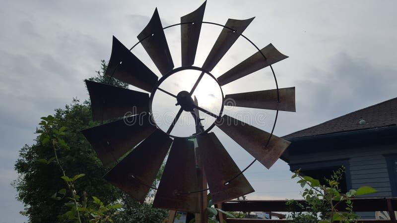 Download O vento foto de stock. Imagem de vento, jarda, ouça, windmill - 65578678