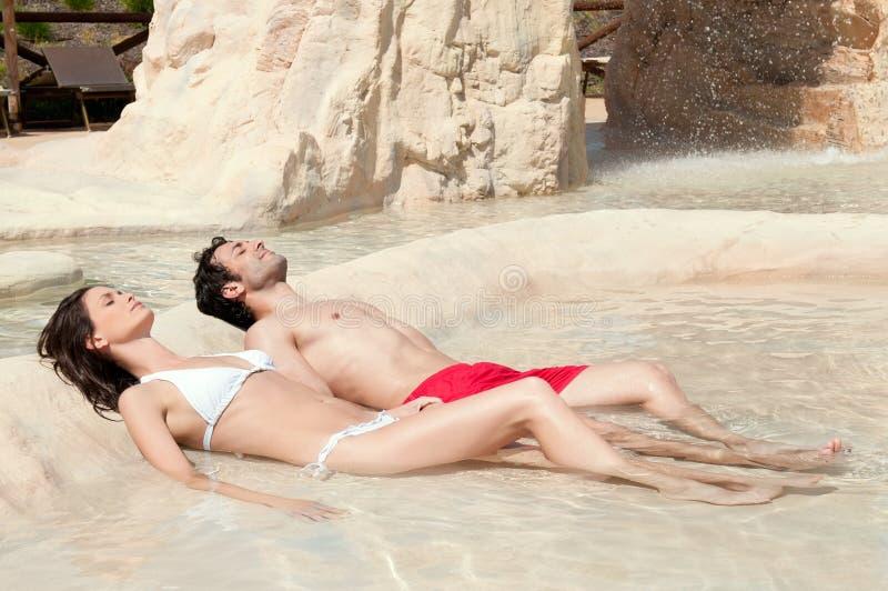 O verão relaxa e sunbath fotografia de stock royalty free