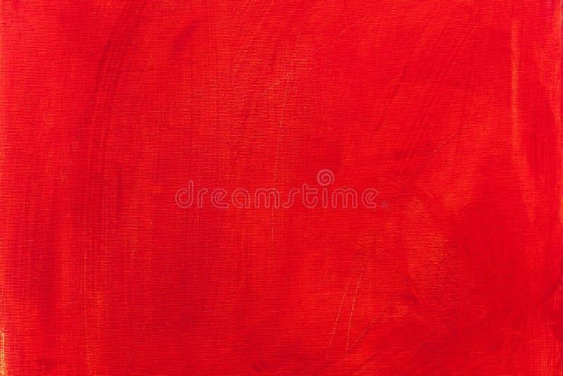 O vermelho acrílico pintou o fundo da textura da lona com cursos da escova imagens de stock royalty free