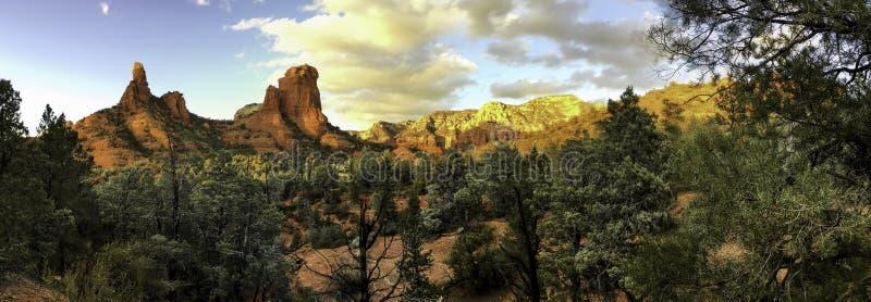 O vermelho de Sedona balança o panorama, o Arizona fotos de stock