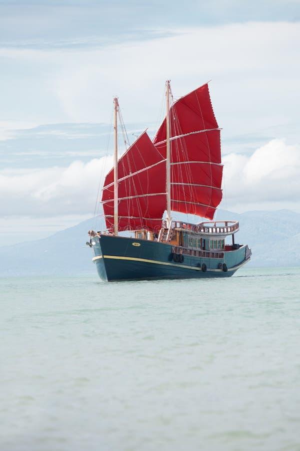 O vermelho do olhar do vintage navega o barco espanhol do estilo foto de stock royalty free