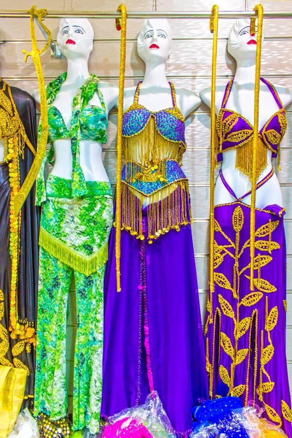 O vestido nacional colorido do ` s das mulheres de Egito com ornamento imagens de stock royalty free