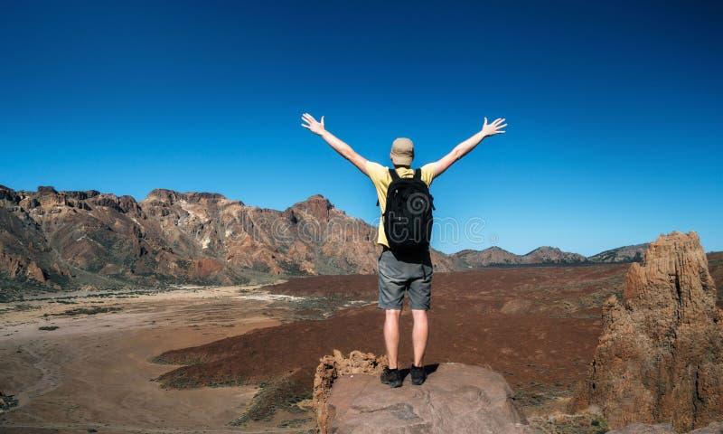 O viajante está apreciando a paisagem, Tenerife imagens de stock royalty free