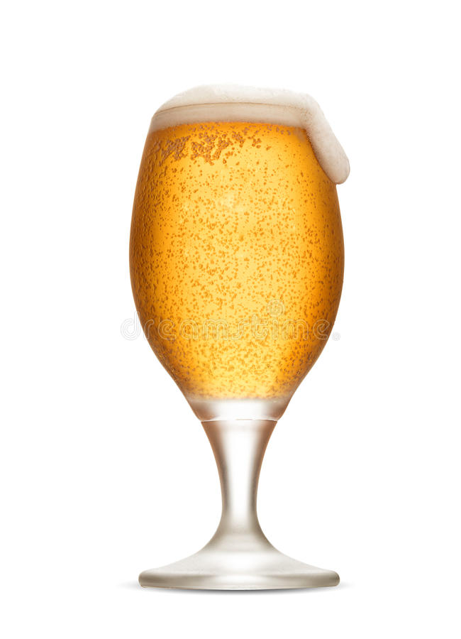 O vidro de cerveja isolado com espuma e frescor borbulha fotografia de stock royalty free