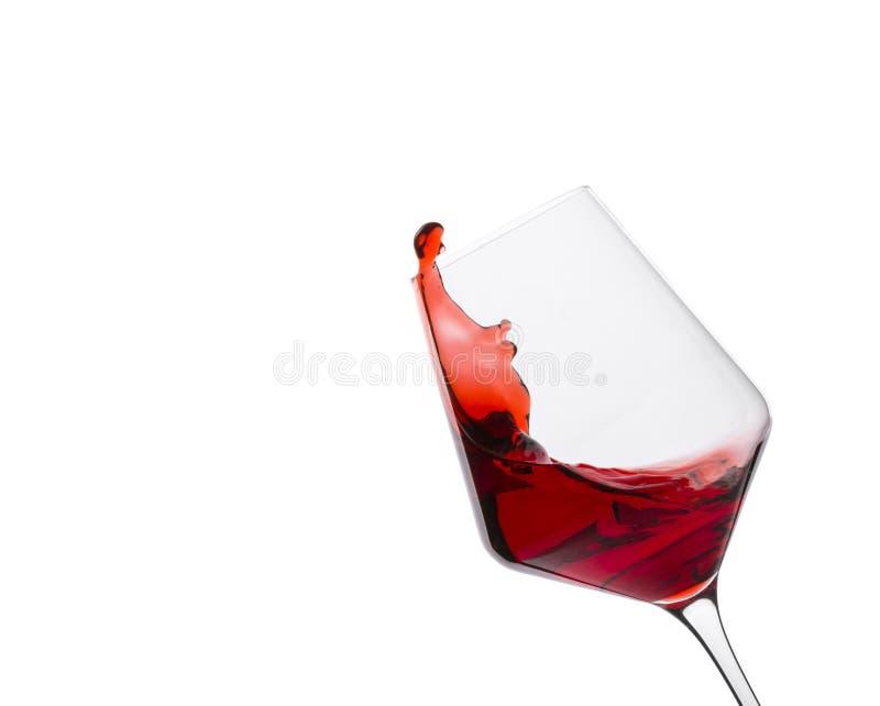 O vidro do vinho tinto com espirra no fundo branco fotos de stock royalty free