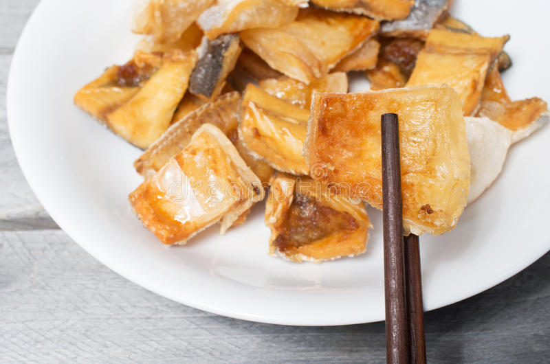 O vietnamita fritou peixes secados do kunyit de Pangasius fotos de stock