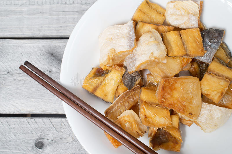 O vietnamita fritou peixes secados do kunyit de Pangasius imagens de stock