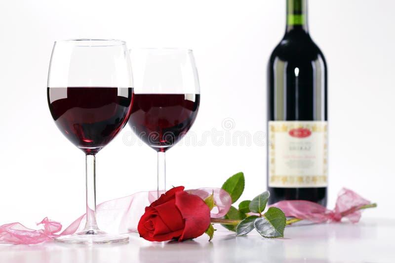 Download O vinho e levantou-se foto de stock. Imagem de cor, estúdio - 12806664