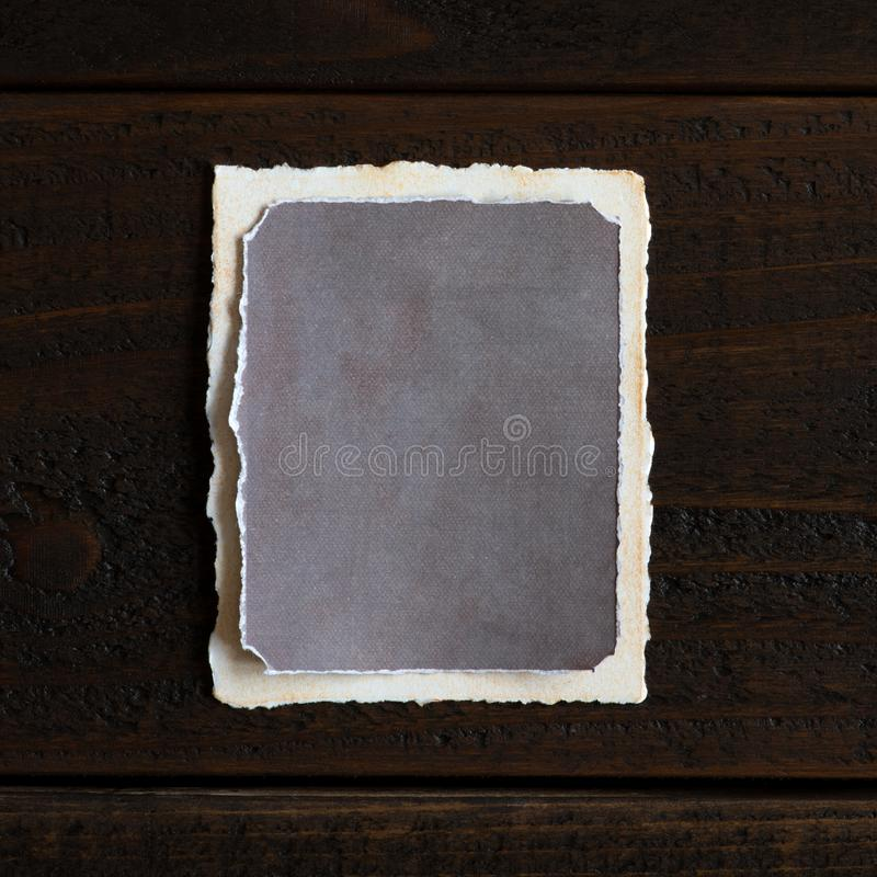 O vintage afligiu e o papel textured que est? vazio para suas ideias das palavras, da c?pia, do texto ou do projeto Vertical com  fotografia de stock