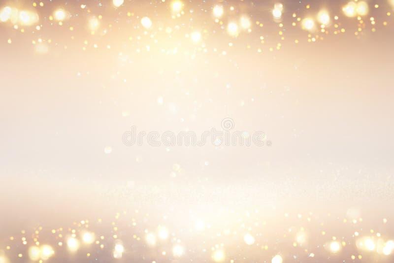 O vintage do brilho ilumina o fundo prata, ouro e branco de-focalizado fotografia de stock