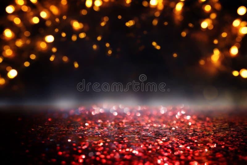 O vintage do brilho ilumina o fundo preto, ouro e vermelho de-focalizado ilustração royalty free