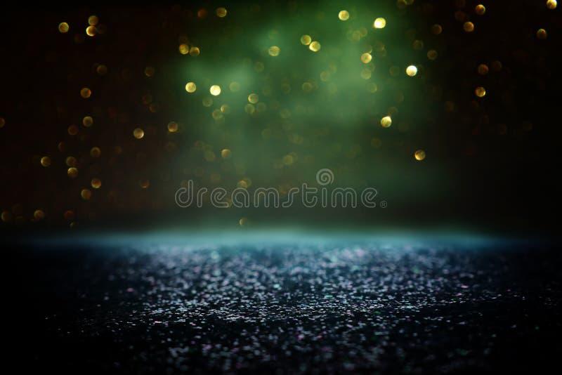 O vintage do brilho ilumina o fundo preto, verde e ouro de-focalizado ilustração royalty free
