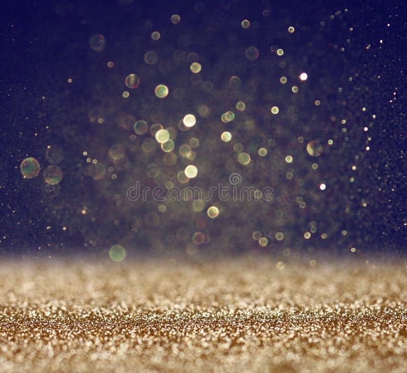 O vintage do brilho ilumina o fundo ouro claro e preto defocused foto de stock royalty free