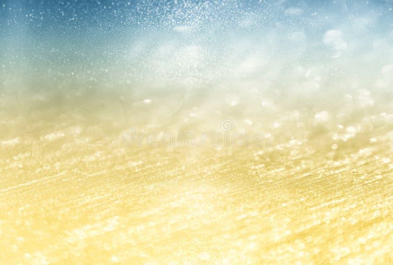 O vintage do brilho ilumina o fundo prata, ouro, e azul claros defocused fotografia de stock royalty free