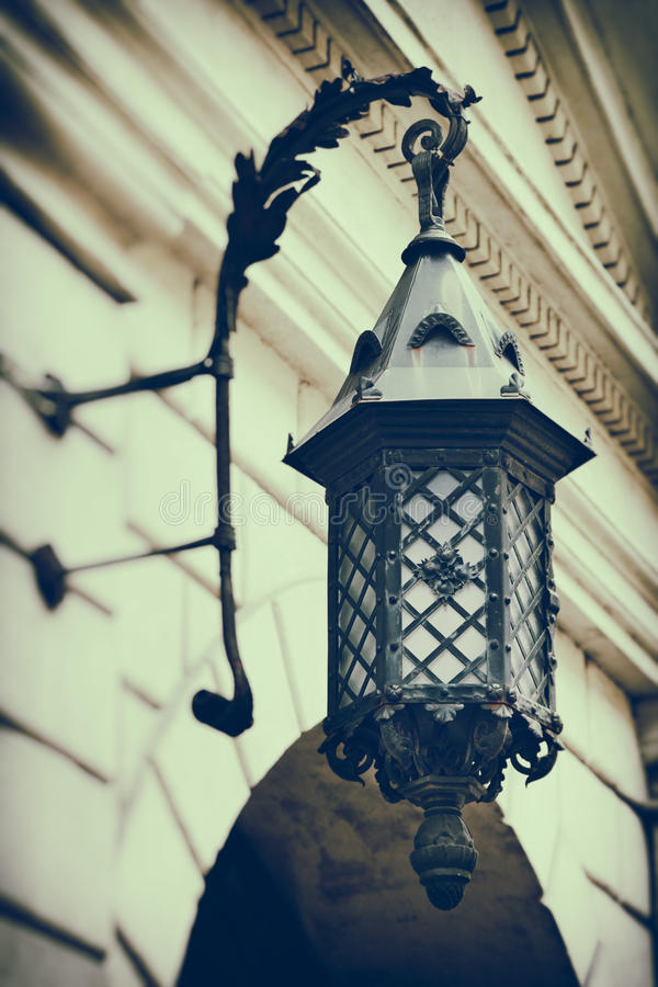 O vintage estilizou a foto da lâmpada de rua decorativa decorativa imagem de stock