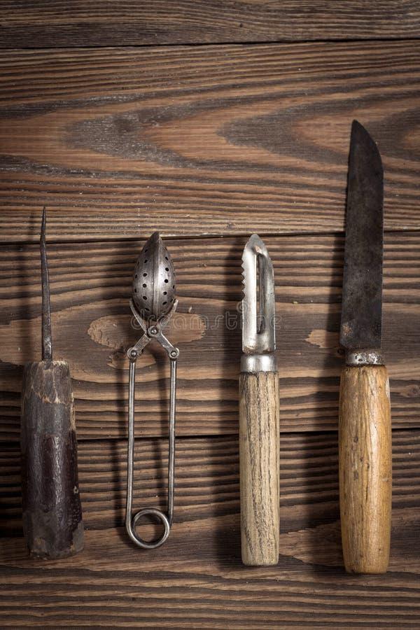 O vintage objeta no conceito de madeira do vintage do fundo e rústico foto de stock