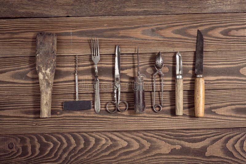 O vintage objeta no conceito de madeira do vintage do fundo e rústico imagem de stock