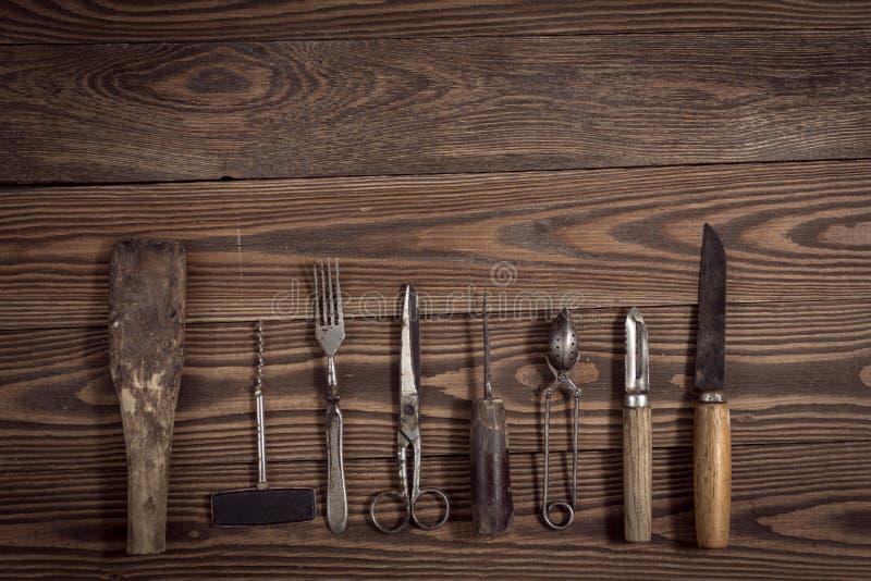 O vintage objeta no conceito de madeira do vintage do fundo e rústico foto de stock royalty free