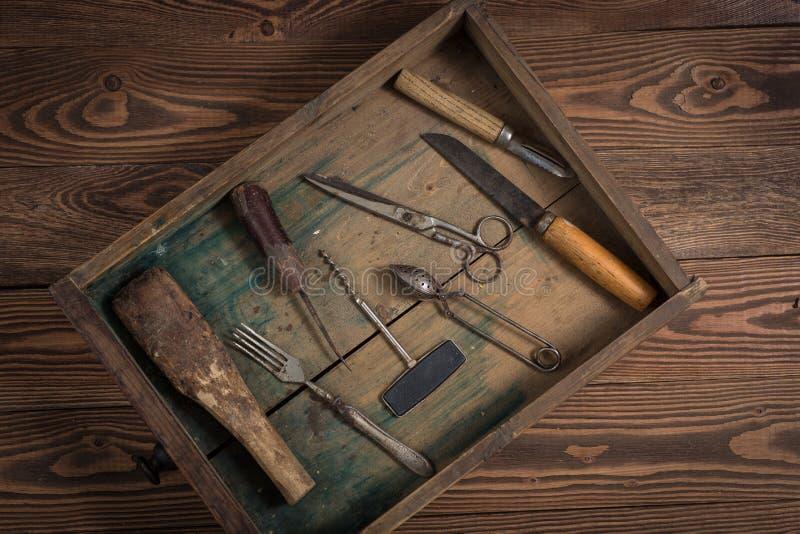O vintage objeta no conceito de madeira do vintage do fundo e rústico fotos de stock