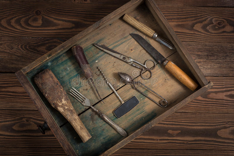 O vintage objeta no conceito de madeira do vintage do fundo e rústico fotografia de stock