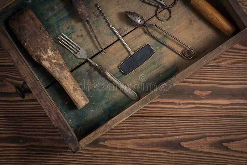 O vintage objeta no conceito de madeira do vintage do fundo e rústico fotografia de stock royalty free