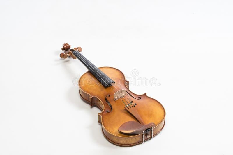 O violino velho, isolado no fundo branco Viola, instrumento para a música foto de stock royalty free
