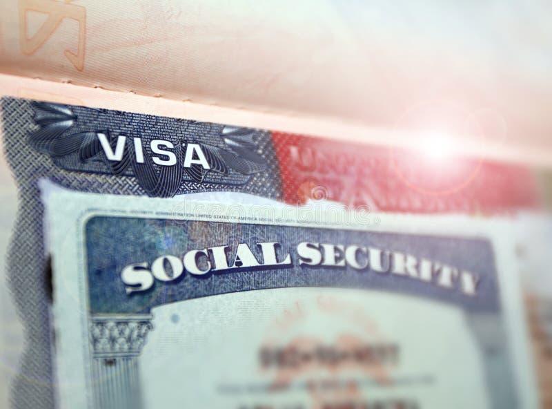 O visto americano em um original pessoal do fundo dos EUA da página do passaporte e do nember sacial da segurança Número da Segur foto de stock royalty free