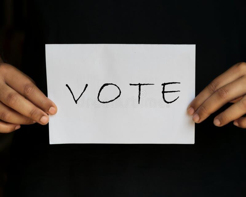 O VOTO isolou-se agora no fundo preto foto de stock royalty free