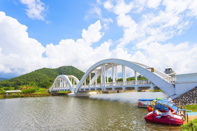 O White River, um cruzamento do rio, foi construído durante a segunda guerra mundial As tropas japonesas foram situadas em Lamph foto de stock