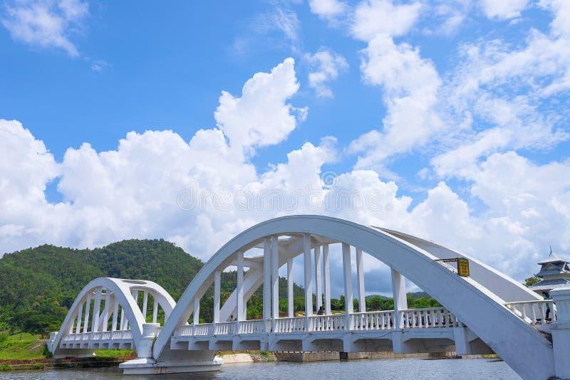 O White River, um cruzamento do rio, foi construído durante a segunda guerra mundial As tropas japonesas foram situadas em Lamph imagens de stock royalty free