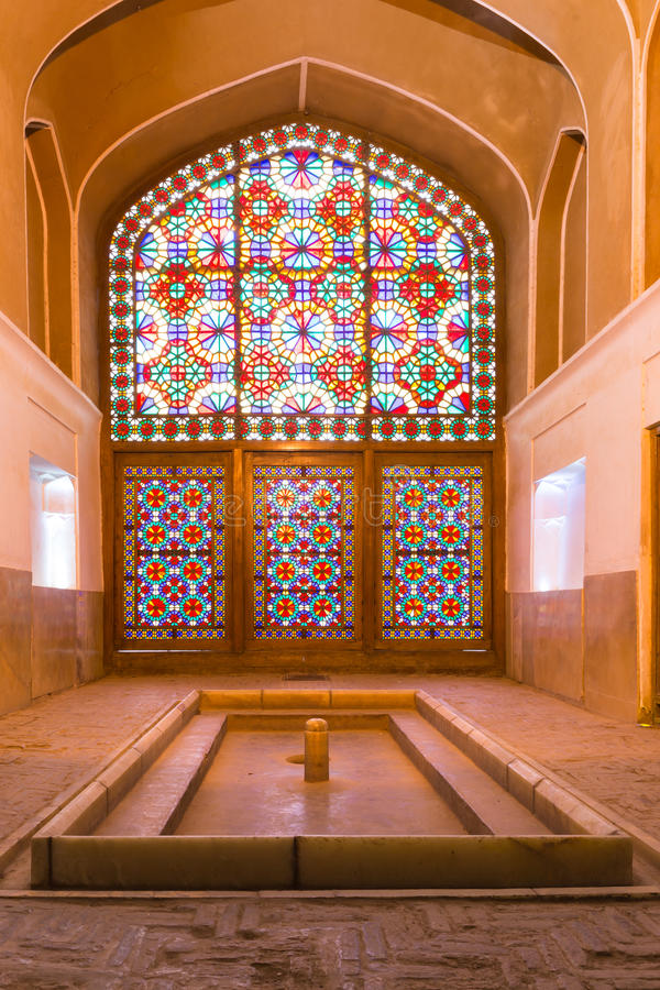 O windcatcher do jardim de Dowlat Abad, em Yazd, Irã imagens de stock royalty free