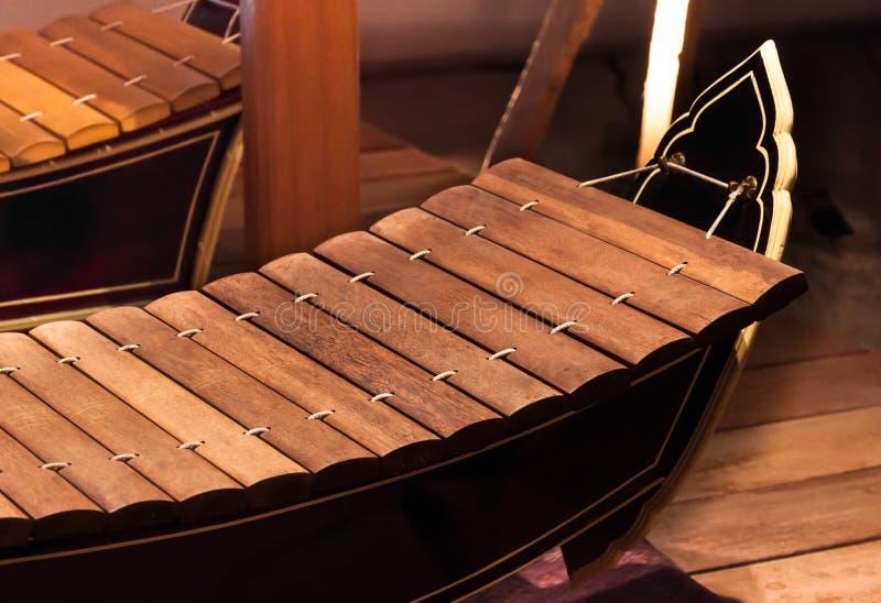 O xilofone é instrumentos musicais tailandeses O musical original de Tailândia tailandesa dos instrumentos imagem de stock royalty free