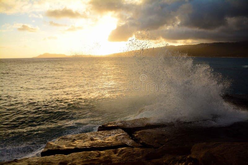 Oahu-Sonnenuntergang lizenzfreie stockfotos