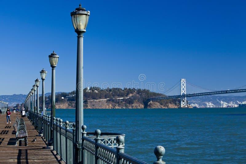 Oakland bro från pir sju arkivbild