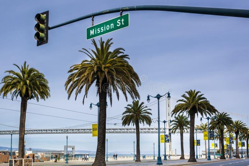 Oakland-Bucht-Brücken-und Palmen, San Francisco, Kalifornien, die Vereinigten Staaten von Amerika, Nordamerika stockfoto