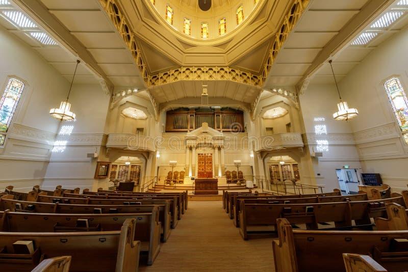 Oakland, Califórnia - 30 de setembro de 2018: Interior da sinagoga judaica da reforma de Sinai do templo imagens de stock