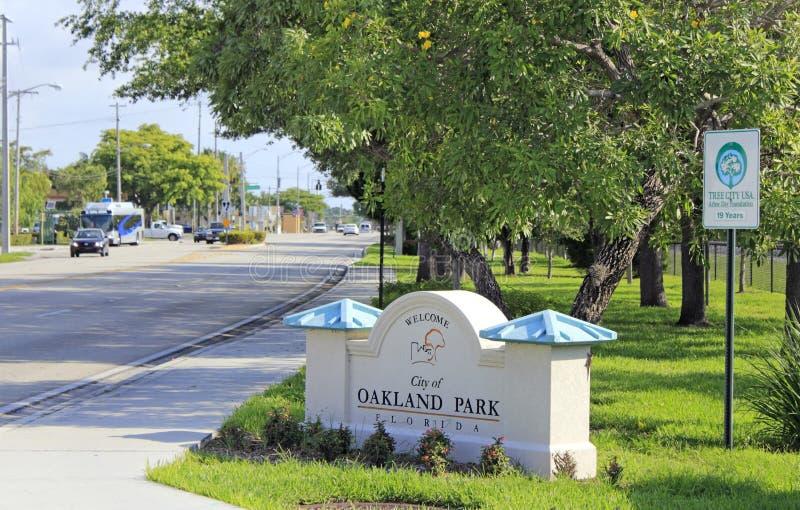 Oakland parkerar, Florida det välkomna tecknet arkivfoton