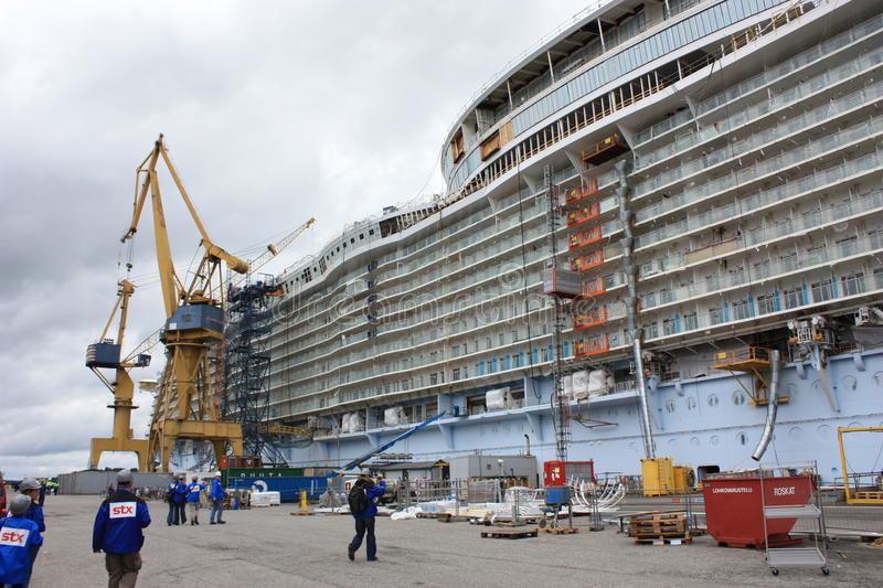 Download Oasis Of The Seas Construction Editorial Photography - Image: 30538652