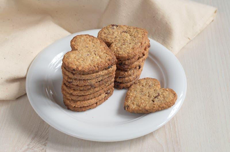 Oatmeal μπισκότα με μορφή μιας καρδιάς στοκ φωτογραφία