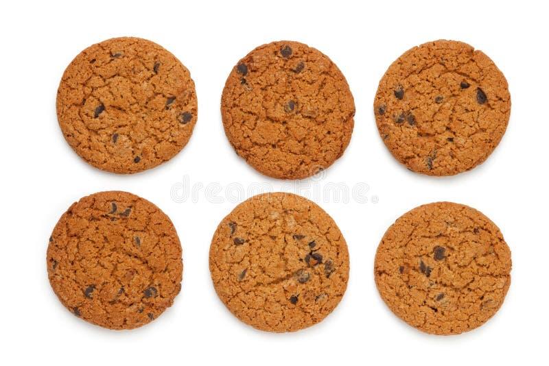 Oatmeal μπισκότα με τα τσιπ σοκολάτας που απομονώνονται στο άσπρο υπόβαθρο Επίπεδος βάλτε, τοπ άποψη στοκ εικόνα