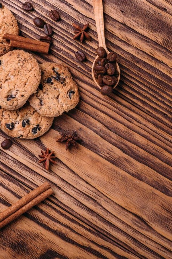 Oatmeal μπισκότα με τη σοκολάτα στοκ φωτογραφίες