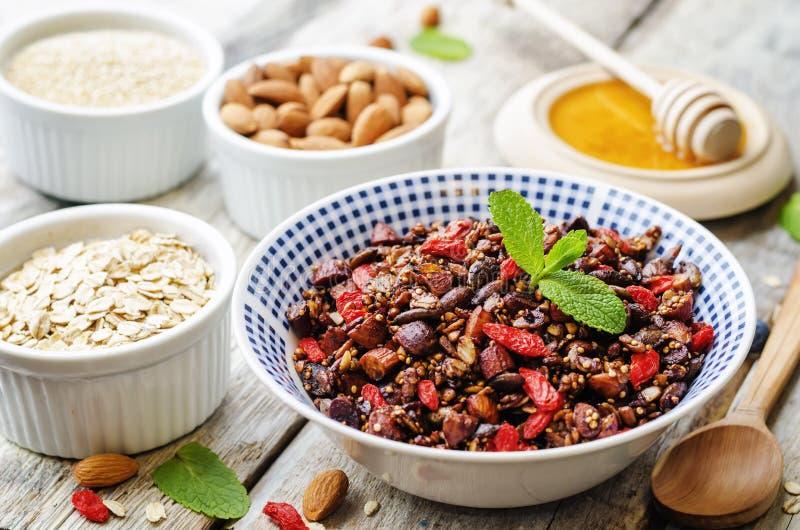 Oatmeal dokrętek quinoa granola fotografia stock
