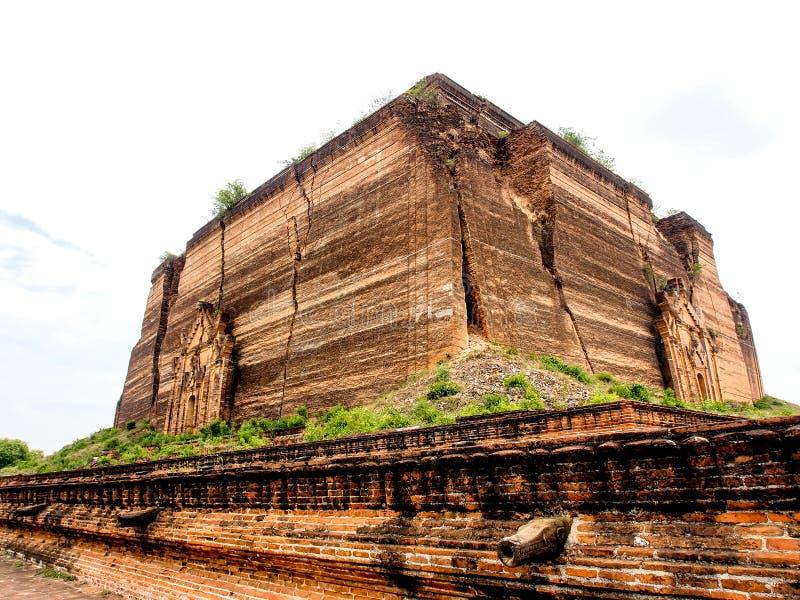 Oavslutad pagod av Mingun i Mandalay, Myanmar 3 arkivbild