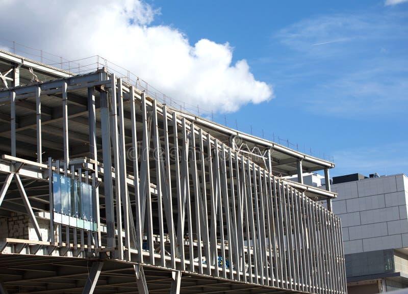 Oavslutad stor industribyggnadkonstruktion fotografering för bildbyråer