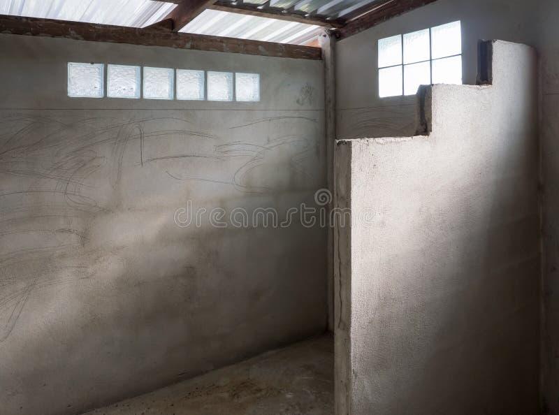 Oavslutat badrum i under-konstruktionen royaltyfri foto