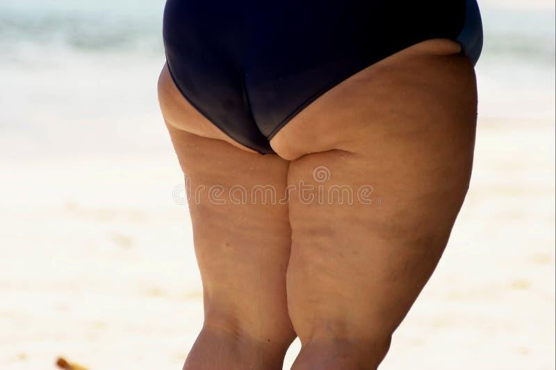 Obèse woumen les cellulites de pattes photographie stock