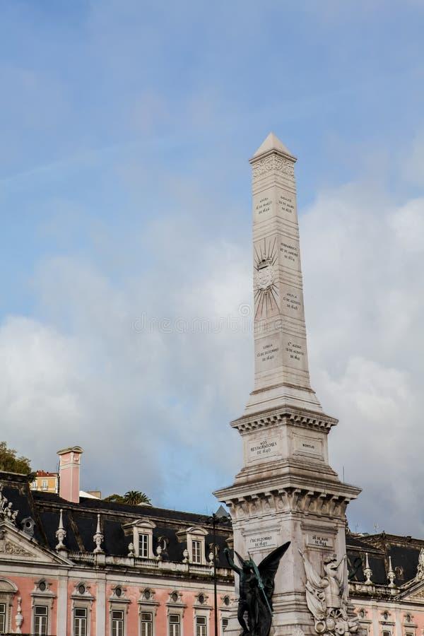 Obélisque à DOS Restauradores de Praca à Lisbonne photographie stock libre de droits