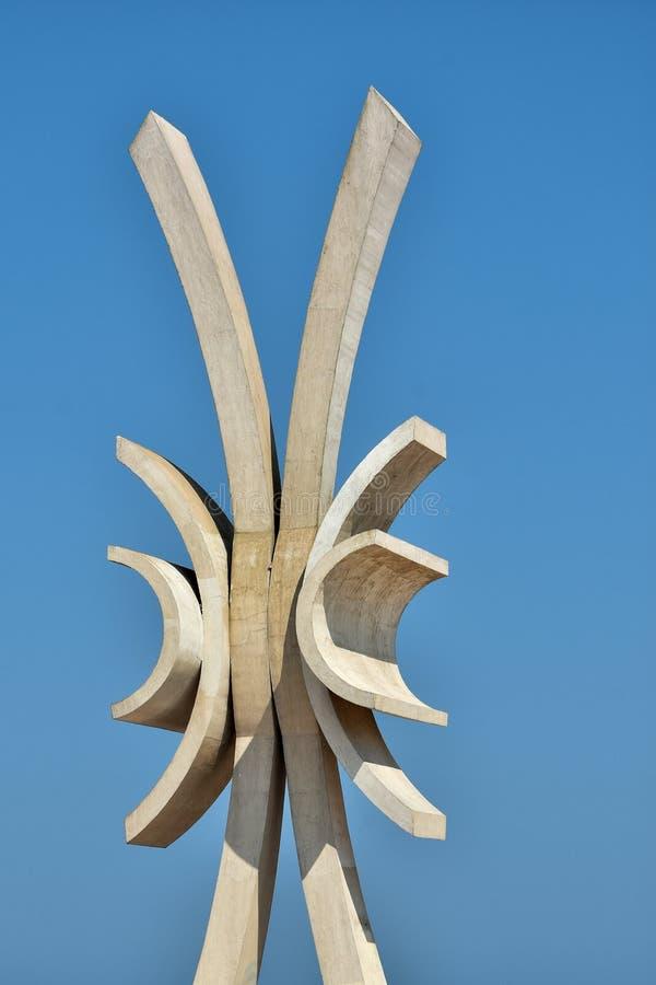 Obélisque à la plage de Costinesti, Roumanie images stock